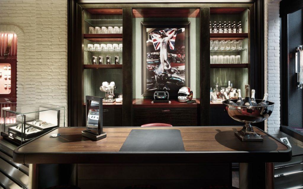 Auch eine Bar findet sich im IWC Flagship in Zürich (Foto: Valentin Jeck/IWC Schaffhausen)
