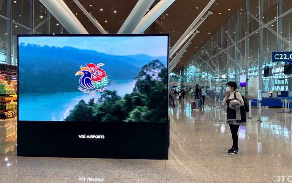 Vierseitige LED-Installation mit Absen Tech im Duty-Free des Kuala Lumpur Airport (Foto: Absen)