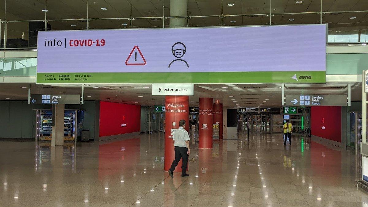 Trison LED-Installation am Flughafen in Barcelona (Foto: invidis)