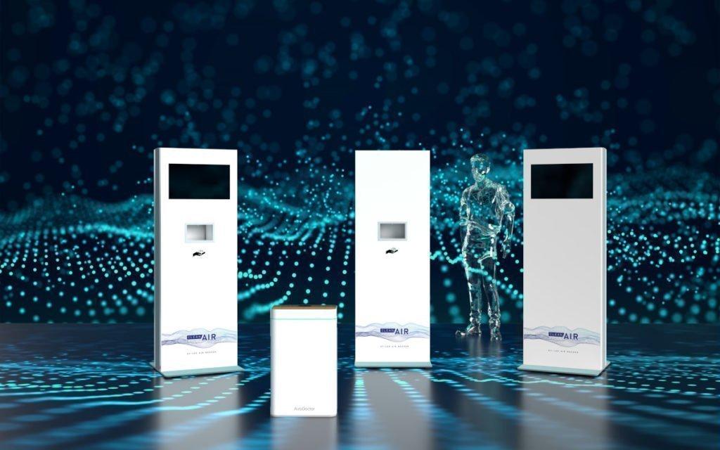 AirTower Luftreiniger & Desinfektionsspender trifft auf Digital Signage (Foto: Westiform)