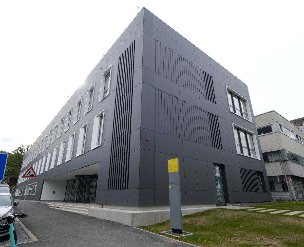 Medientechnik für Pharmazie-Fakultät in Saarbrücken (Foto: Amptown)