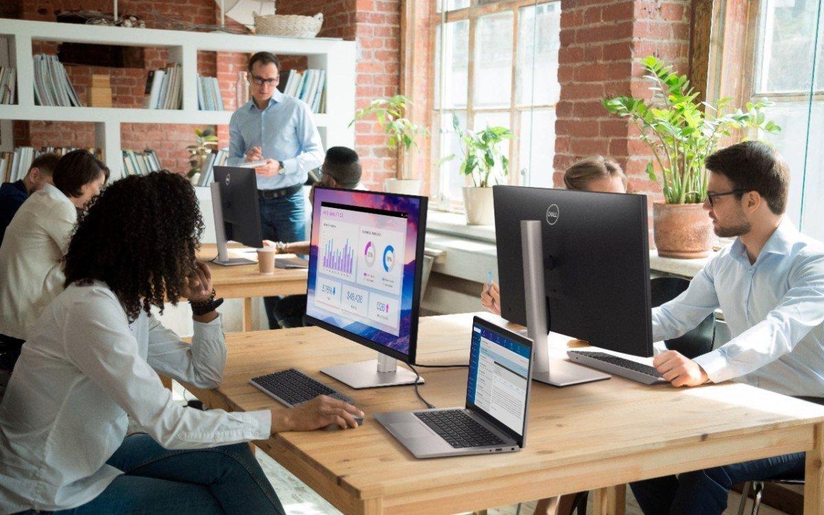 Die neuen Konferenzraumlösungen wie der P2721Q von Dell für Microsoft Teams Rooms bieten ein komplettes Collaboration-Ökosystem (Foto: Dell Technologies)