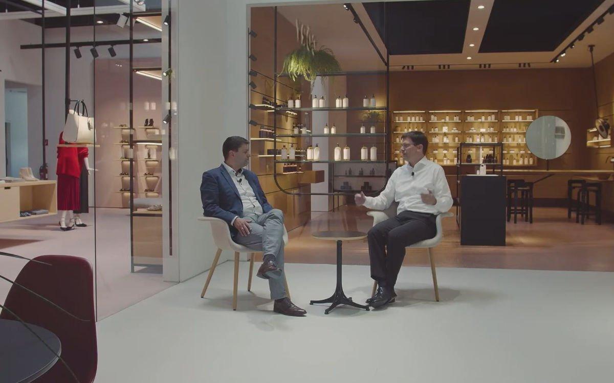 Christian Vetterer (l.), CEO von Visplay, im Gespräch mit Stefan Schieker von invidis consulting über die Rolle von Digital im Shop- und Office-Design (Foto: Screenshot)