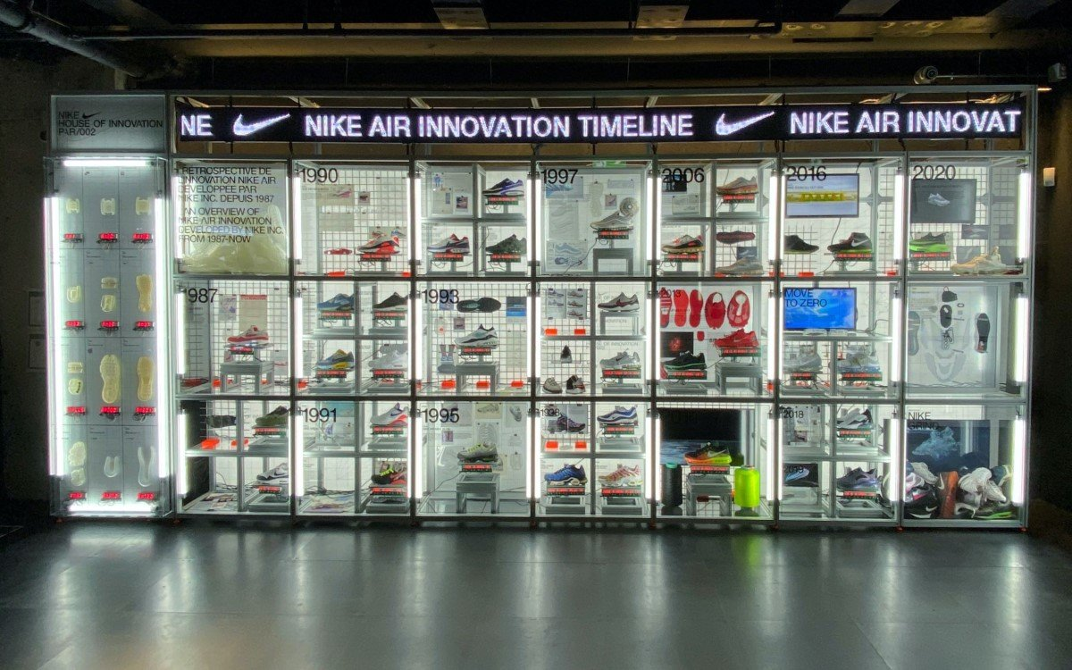 Innovation Timeline Wall im Nike House of Innovation in Paris mit Tech von satis&fy (Foto: satis&fy)