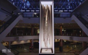 LED-Säule von Necsum Trison im C.C. Max Center in Spanien (Foto: Screenshot)