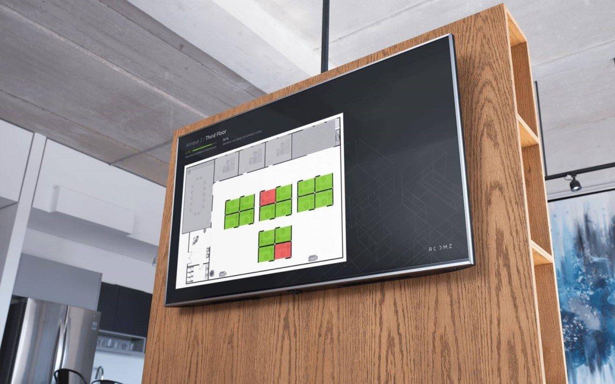 Digitale Raumverwaltung von ROOMZ auf Digital Signage im Office (Foto: ROOMZ)