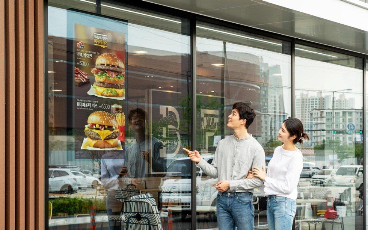 Samsung Digital Signage auf Basis von MagicInfo bei McDonalds in Korea (Foto: Samsung)