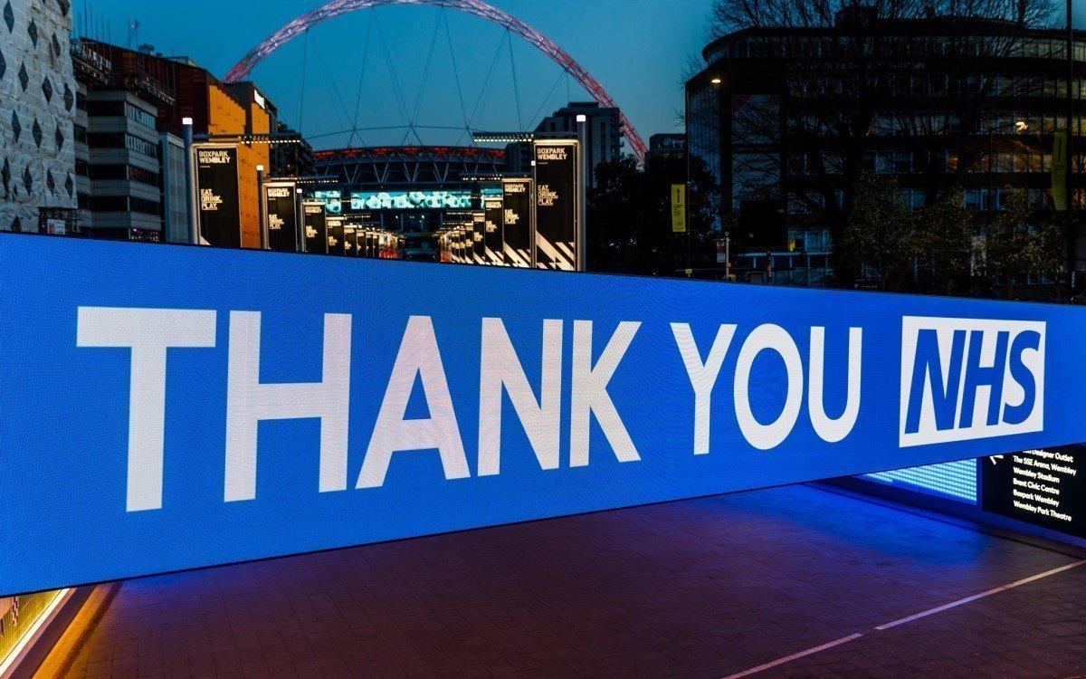Bobby-Moore-Brücke im Wembley Park mit Absen LED (Foto: Absen)