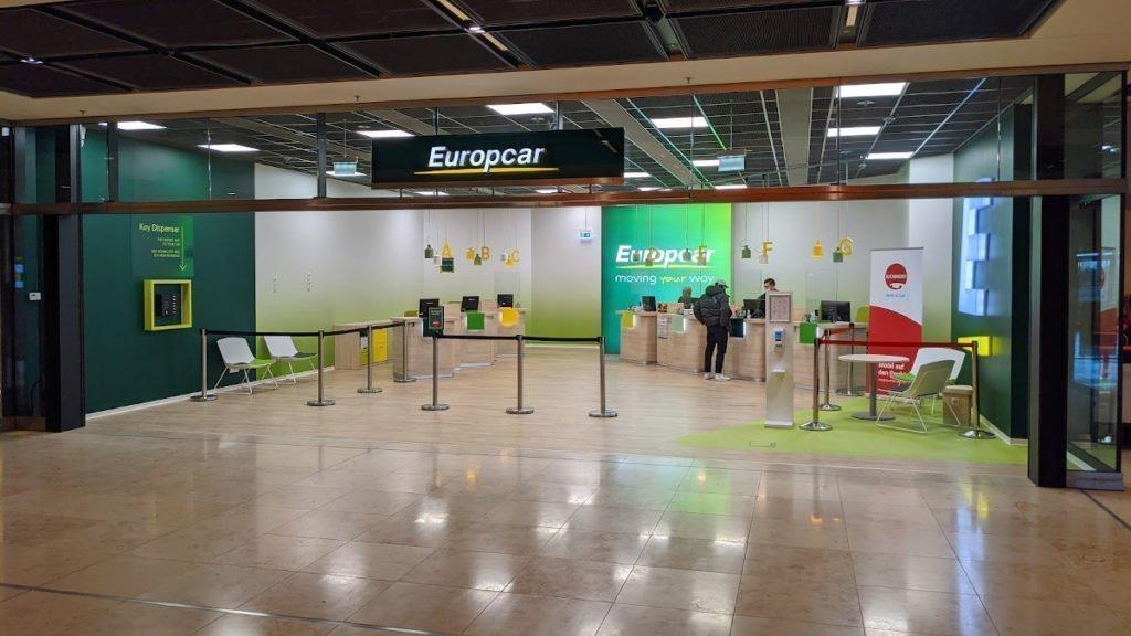 Weniger ist mehr war wohl das Konzept von Europcar am BER (Foto: invidis)