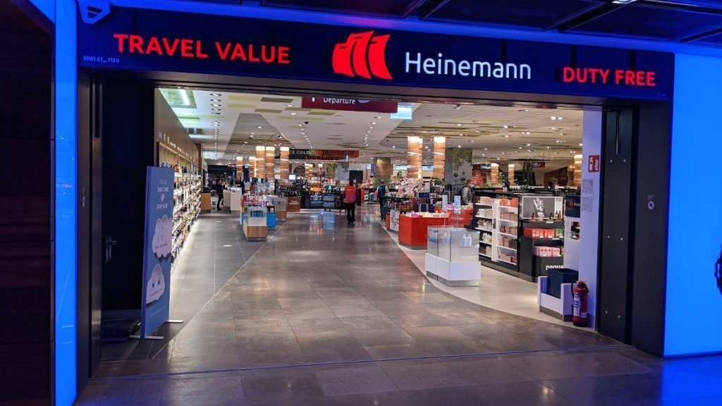 Walk-Through Travel Retail nach der Fluggastkontrolle am BER (Foto: invidis)