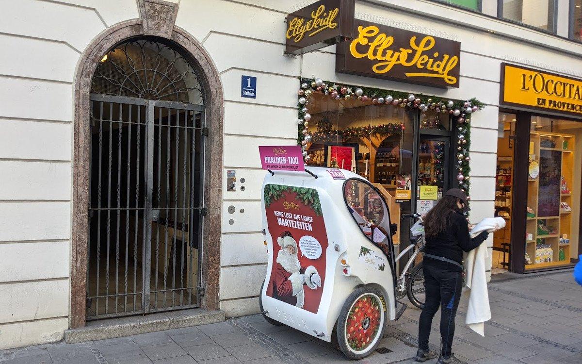 Kundenservice muss nicht immer digital sein - Elly Seidl in München (Foto: invidis)