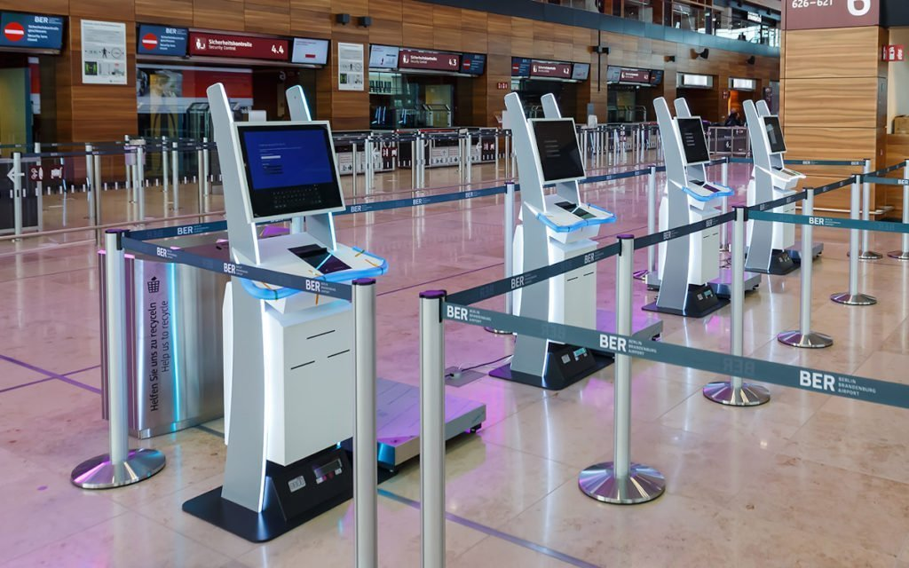 Polytouch Check-in Terminals am Hauptstadtflughafen BER (Foto: Pyramid)