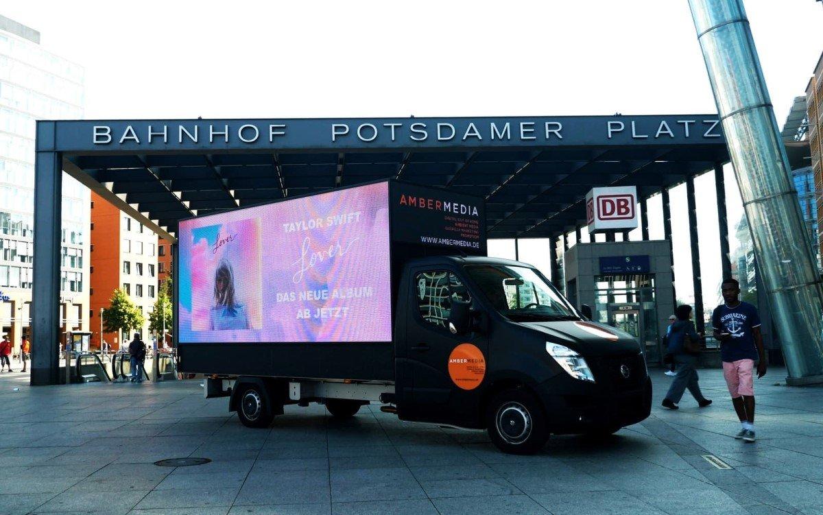 LED-Truck der Berliner Mobile-DooH-Agentur Ambermedia (Foto: Ambermedia)