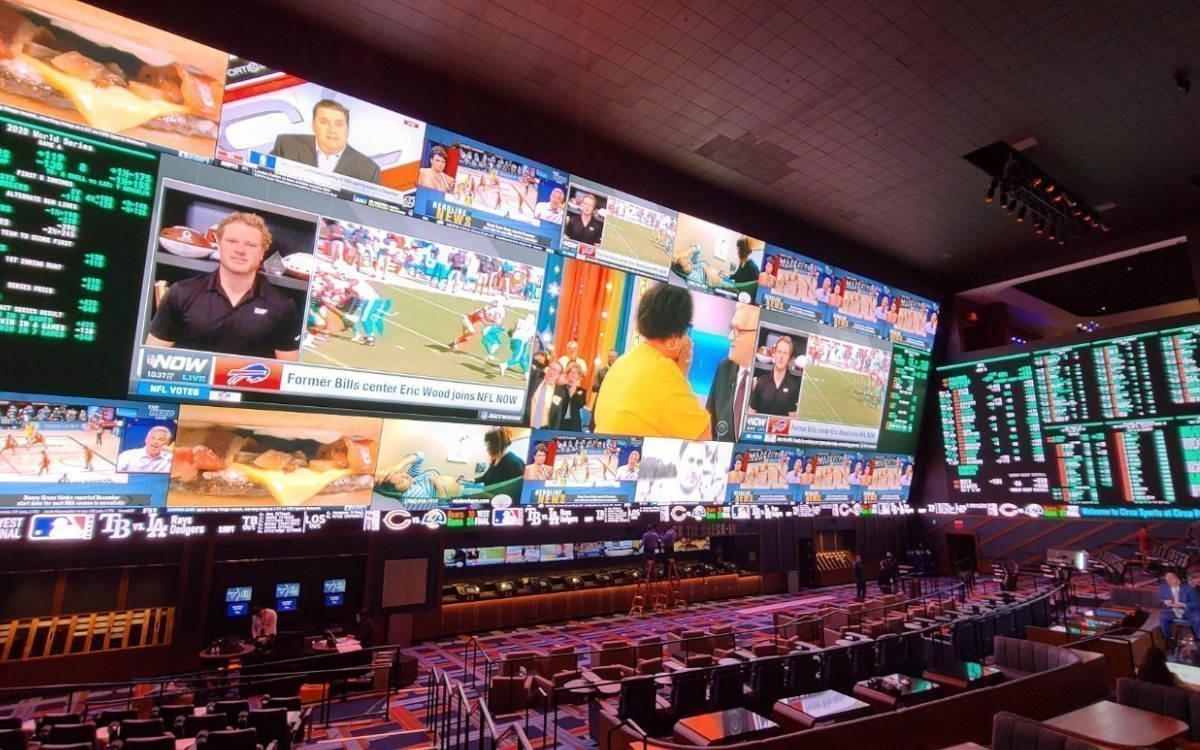 417 Quadratmeter Display von Daktronics in der 'Sportsbook Experience' im Circa Resort & Casino, Las Vegas (Foto: Daktronics)