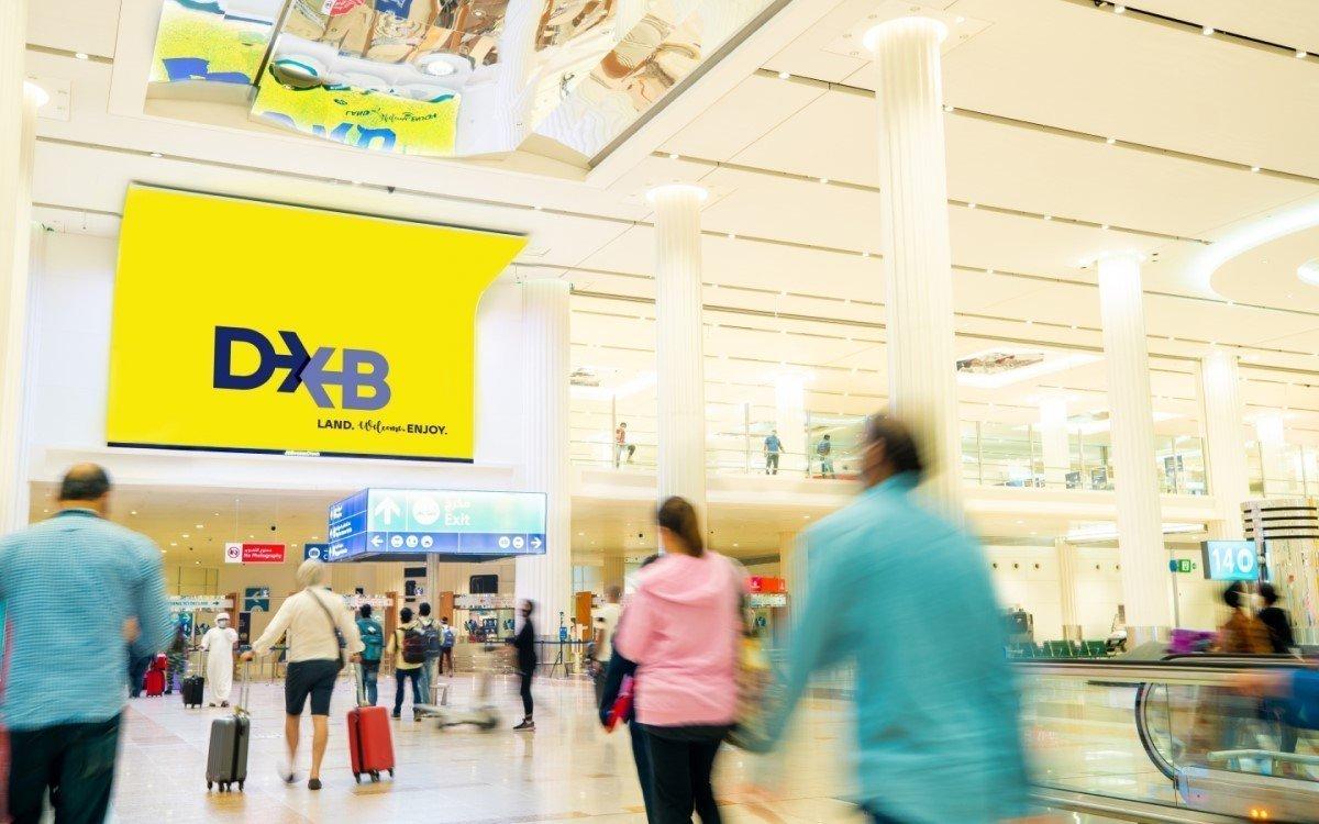 """87qm Curved-LED Screen """"The Wave"""" von JCDecaux im Flughafen der Stadt Dubai (Foto: JCDecaux)"""
