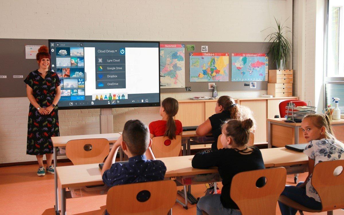 Digitals Whiteboard mit Lynx-Software in einem Klassenzimmer (Foto: Clevertouch)