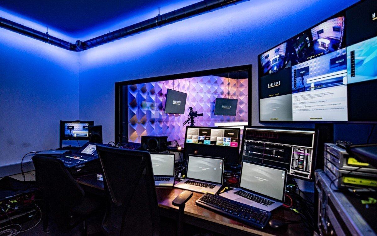 Hinter den Kulissen des virtuellen Studios bei Habegger (Foto: Habegger)