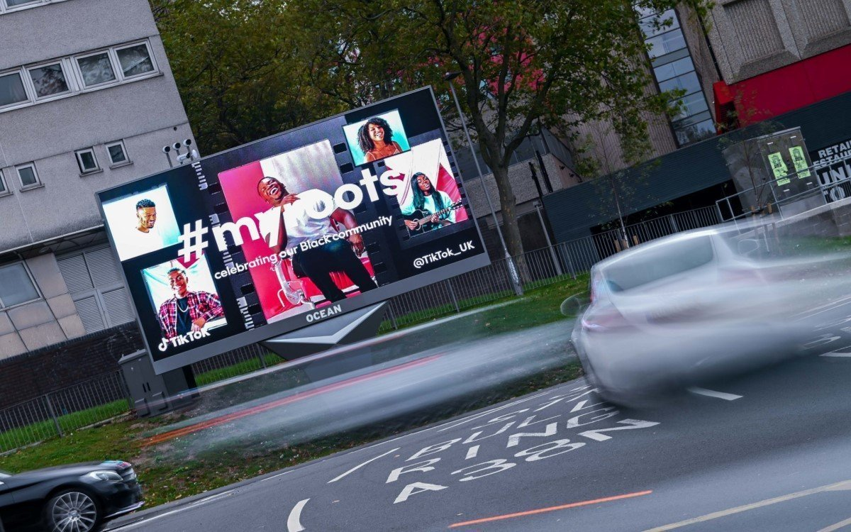 TikTok DooH Kampagne auf dem neuen Screen in Oceans XL-Netzwerk am Holloway Circus, Birmingham (Foto: Ocean Outdoor)