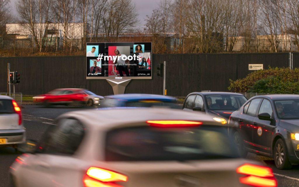 TikTok DooH Kampagne auf dem neuen Screen in Oceans XL-Netzwerk an der Shettleston Road in Glasgow (Foto: Ocean Outdoor)