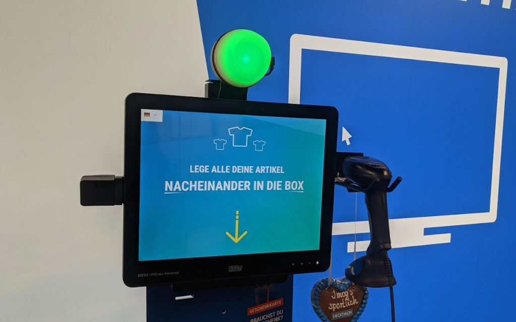 Self-Checkout bei Decathlon München (Foto: invidis)