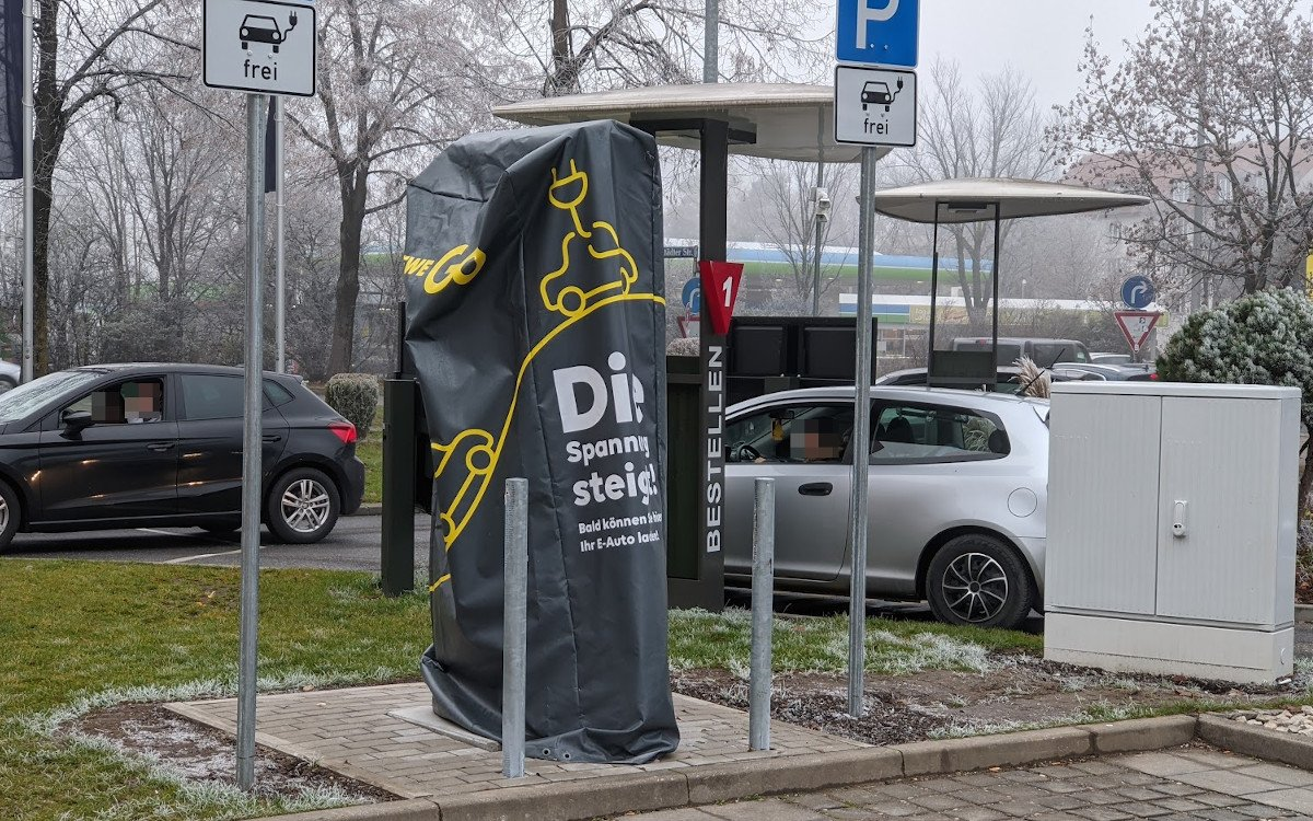 McDonalds und Partner EWE Go planen 1.000 Schnellladesäulen bis 2025 - auch in München ist es bald soweit (Foto: invidis)