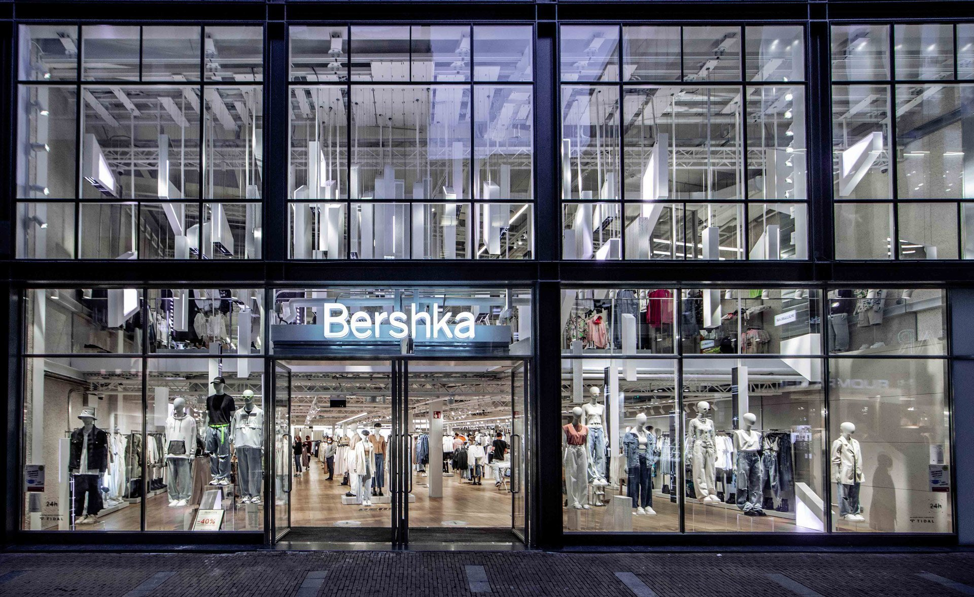 Der neue Flagship-Store der spanischen Modekette Bershka in Amsterdam (Foto: instronic)