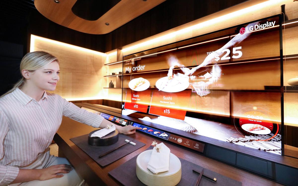 Transparente OLED Displays in Sushi-Restaurant (Foto: LG Display)