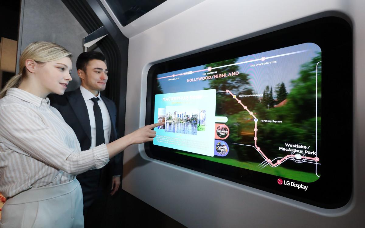 Transparente OLED Displays in U-Bahn-Fenster (Foto: LG Display)