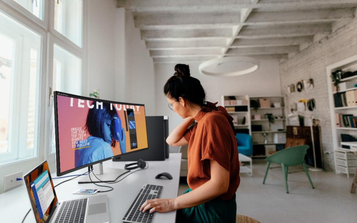 Der neue Ultra Sharp 40 Curved, den Dell zur CES ankündigte, in eim Büro (Foto: Dell)