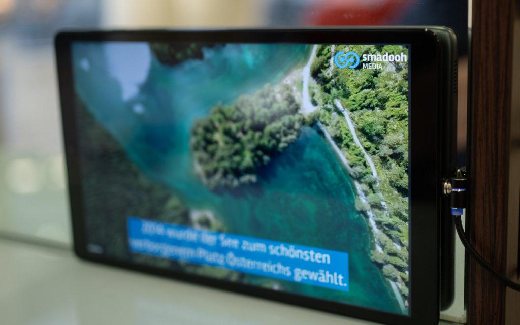 Neues DooH Netzwerk in Schweizer Frisörsalons (Foto: Smadooh Media)