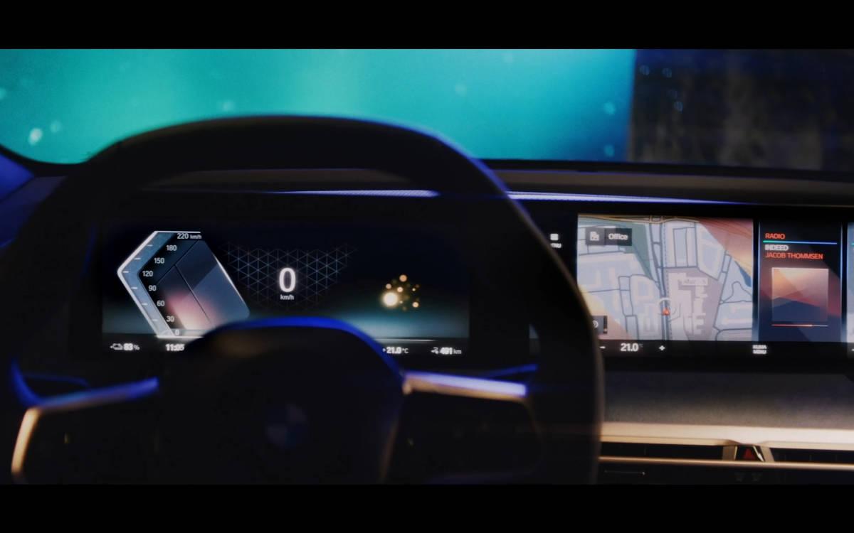 Das iDrive Infotainment-System im neuen BMW iX (Foto: BMW)