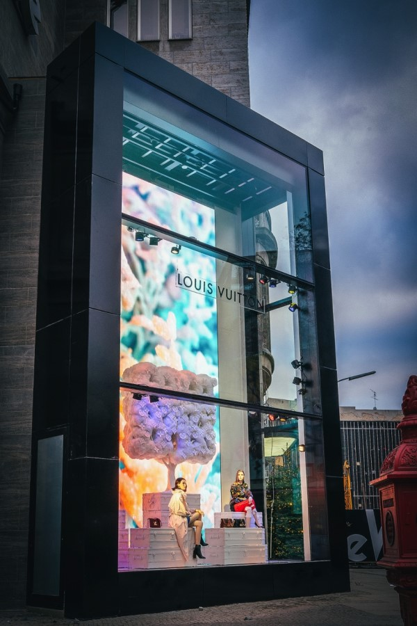 Die Installation am KaDeWe ist laut 4Dmagic die größte LED-Wall im stationären Einzelhandel in Deutschland (Foto: 4Dmagic)