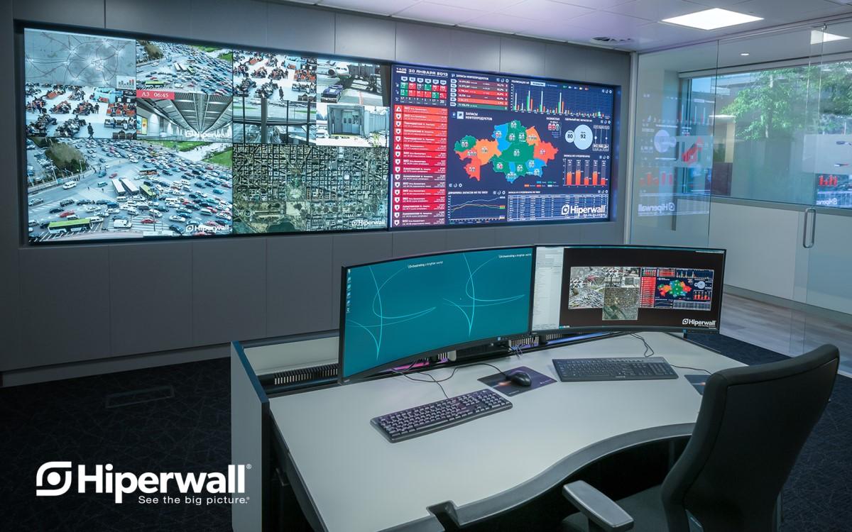 Kontrollraum mit Hiperwall-Software (Foto: Sharp/NEC)