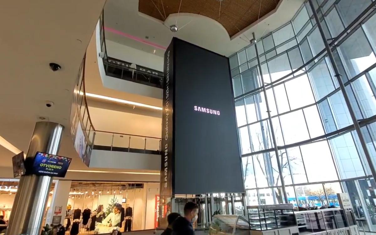 Das 90qm große Indoor Display mit Samsung LED im Avenue Mall Center in Zagreb (Foto: Screenshot)