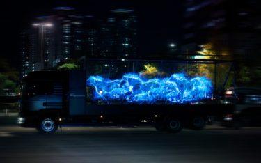 Holografische Pferde rennen zum Marktstart des Porsche Taycan durch Seoul (Foto: Porsche)