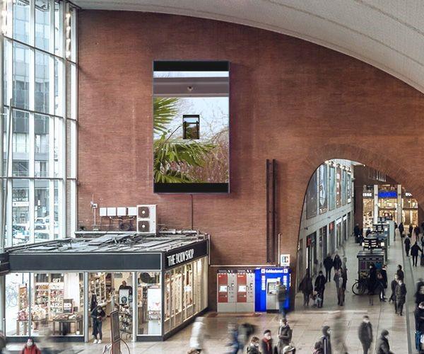 """""""Public Space Videos"""" der KHM am Kölner HBF (Foto: Ströer)"""