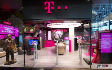 Telekom Flagship Frankfurt mit Digital Signage Displaywall (Foto: Telekom)