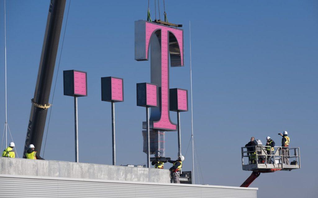 Die Gesamtbreite des T-Logos mit den Digits beträgt 10 Meter (Foto: Telekom)