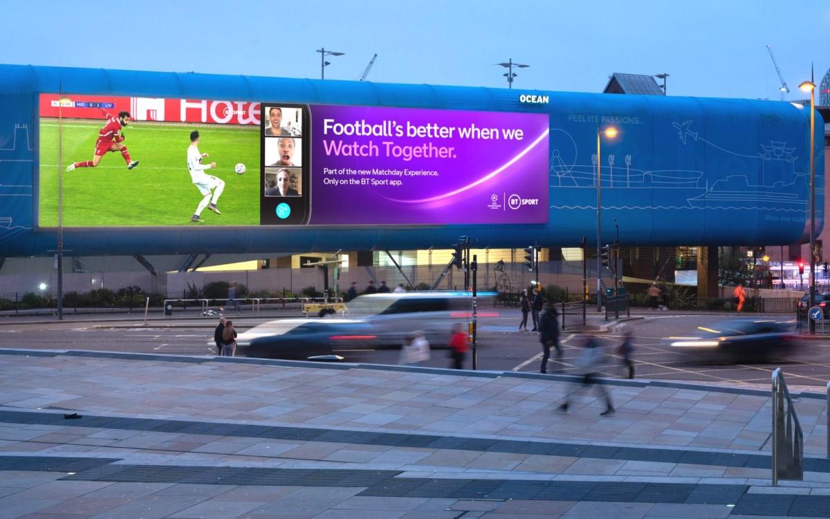 Eine Content-Partnerschaft mit BT Sport bringt die UEFA Champions League auf DooH-Screens von Ocean in UK, hier in Liverpool (Foto: Ocean Outdoor)