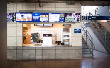 """55""""-Displays von LG über einem Food-Counter im Dallas Cowboys AT&T Stadium (Foto: LG)"""