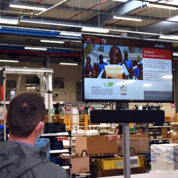 Digital Signage im AGCO-Werk in Beauvais mit Content aus der ARYA Cloud von SpinetiX (Foto: SpinetiX/AGCO)