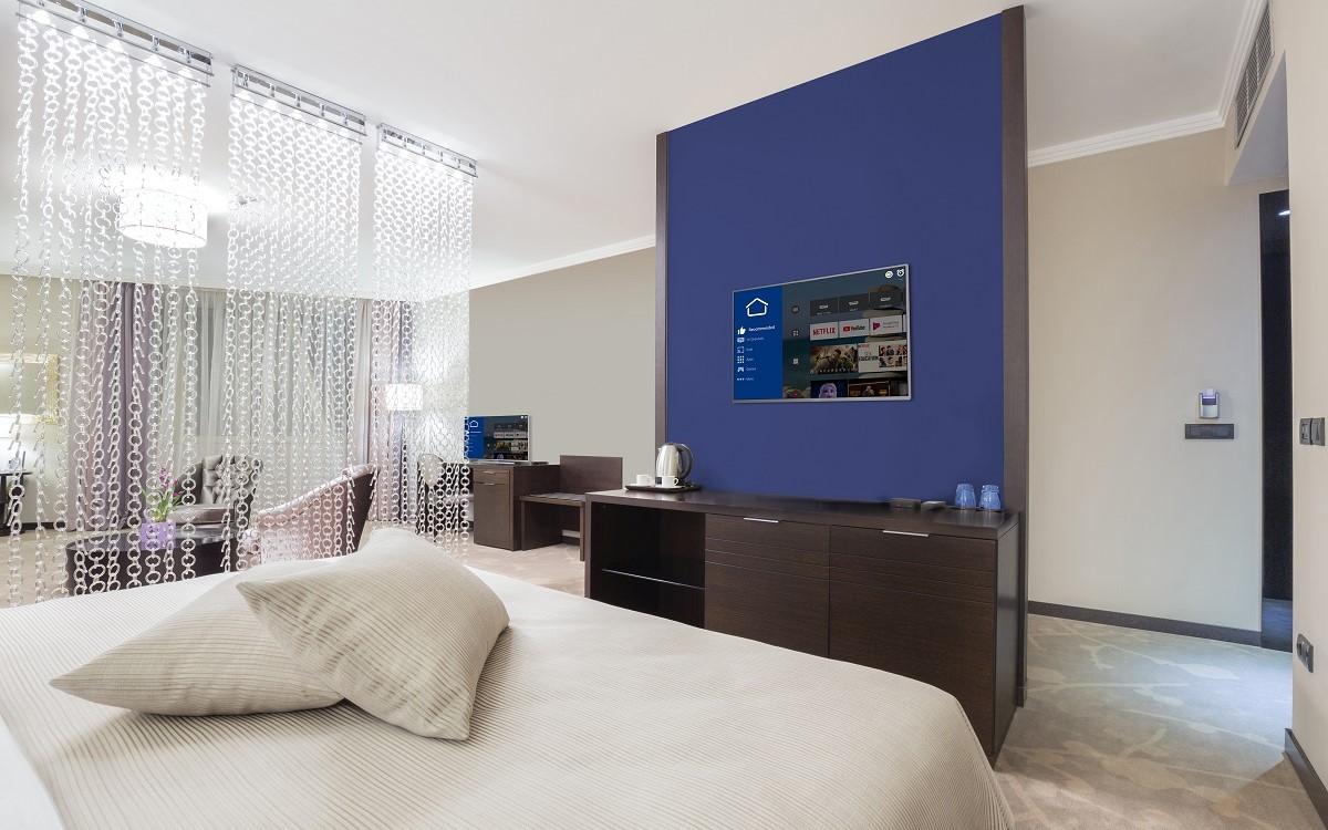 Philips MediaSuite TV in einem Hotelzimmer (Foto: PPDS)