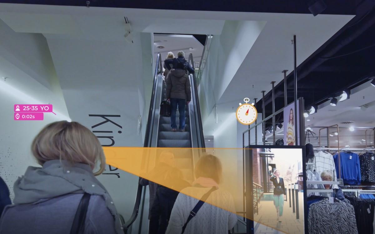 Die Marketinganalyse-Software Aquaji erkennt via AI-basiert Computer Vision neben der Demograhie der Kunden auch deren Blickrichtung und die Dauer des Kontakts (Foto: Navori Labs)