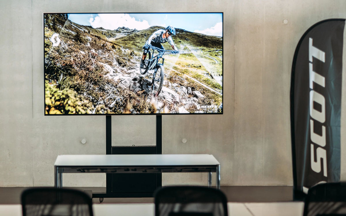 Samsung Meetingraum-Display in der SCOTT Sports Zentrale (Foto: Samsung)