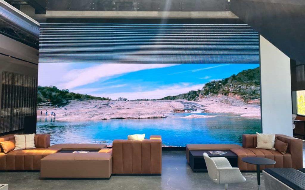 LED-Installation von SNA Displays in der Lobby von Gensler Austin (Foto: SNA Displays)