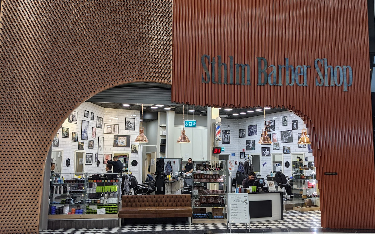 Viel Fassade, kein Signage - Barber Shop Mall of Scandinavia (Foto: invidis)