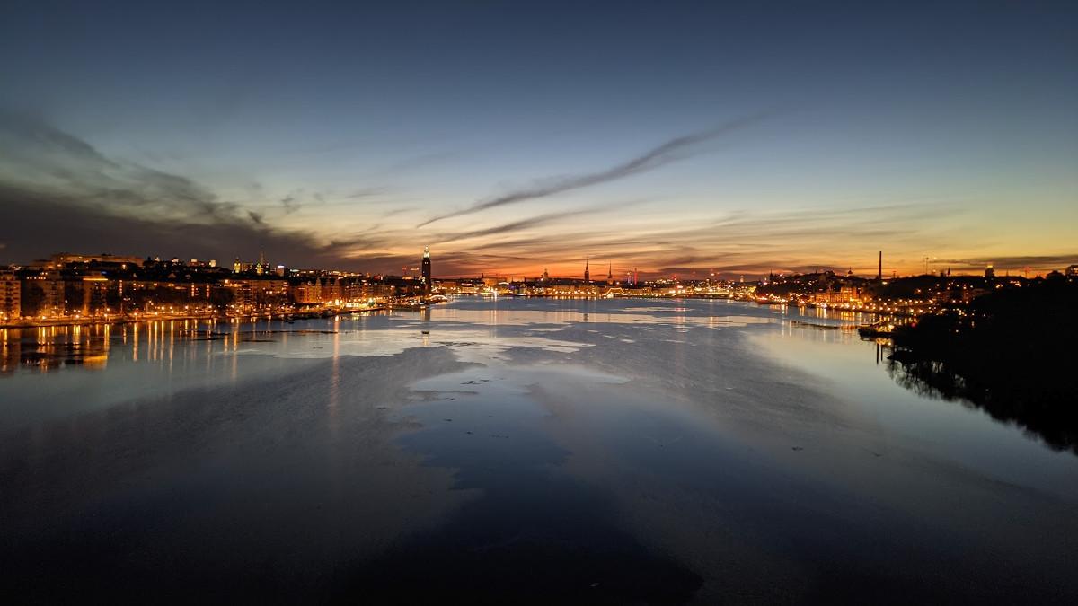 Spektakuläre Morgenstimmung in Stockholm (Foto: invidis)