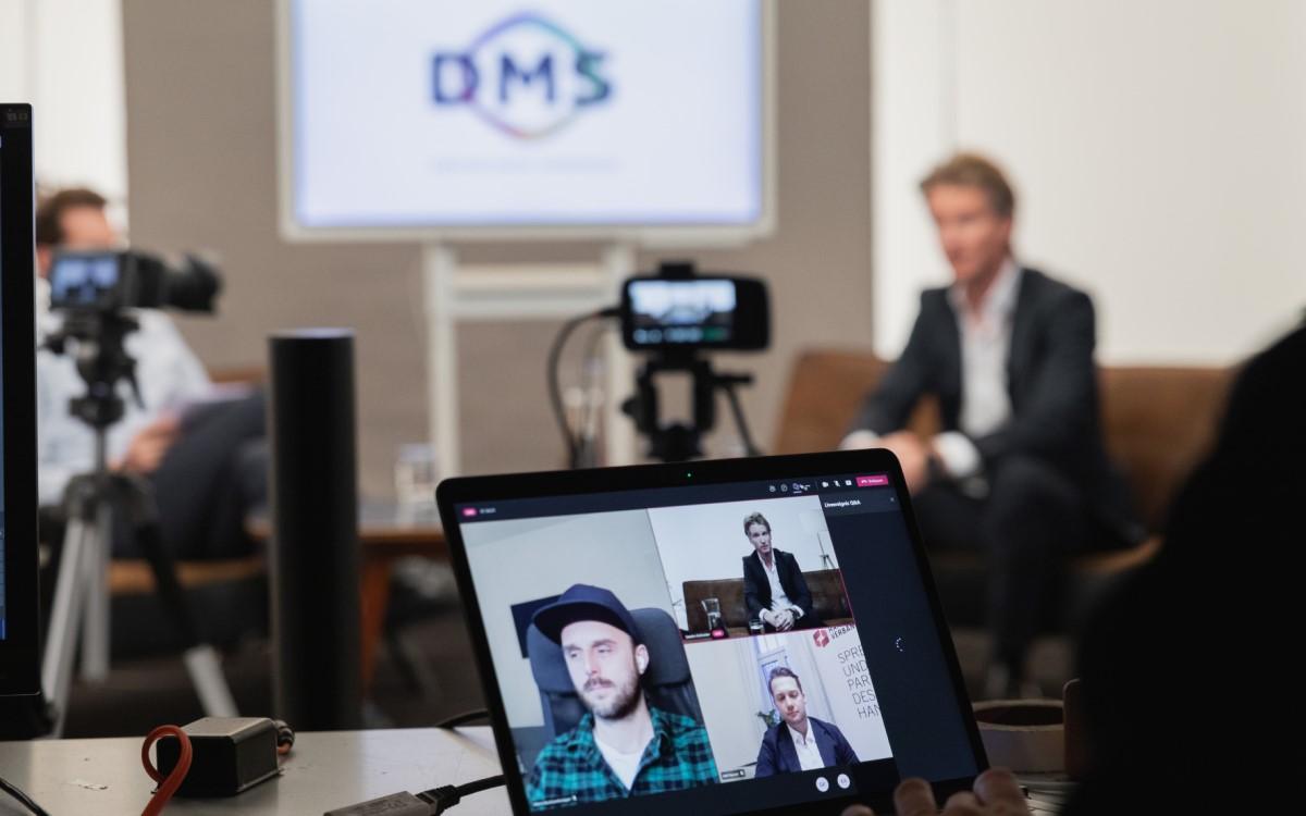 Hinter den Kulissen des Live-Shopping Webinars von DMS, MuSe und dem österreichischen Handelsverband (Foto: DMS/Inge Funke)