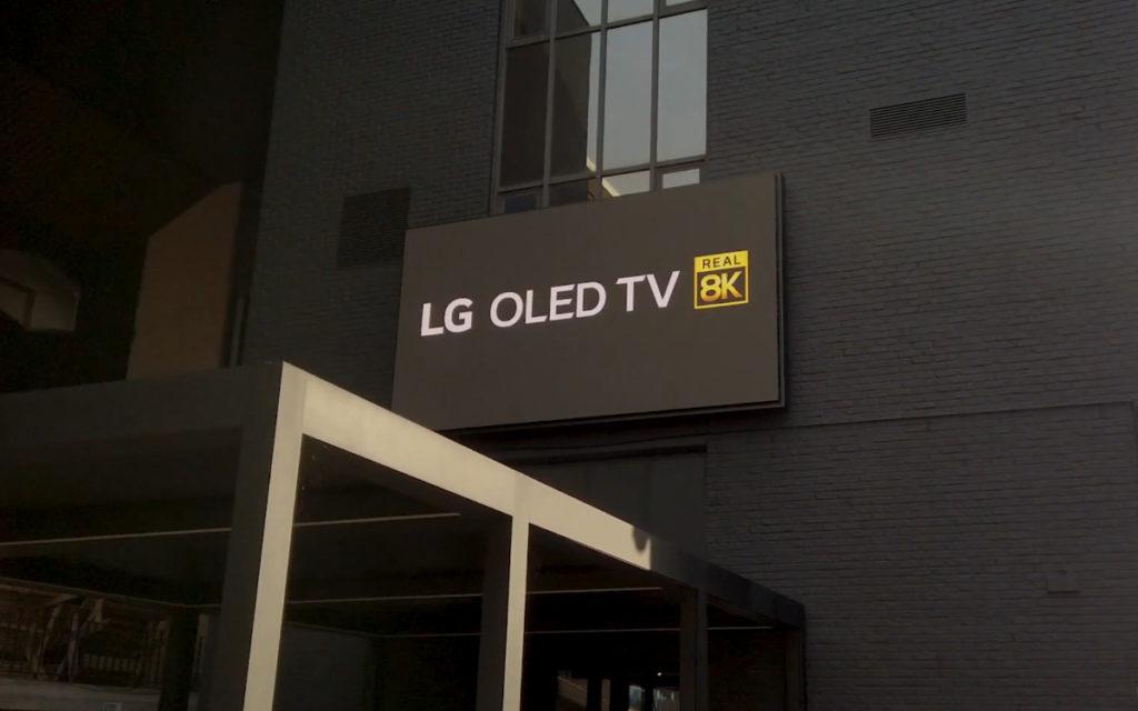 LED-Videowall von LG über dem VIP-Eingang im Jan-Breydel-Stadion (Foto: Screenshot)