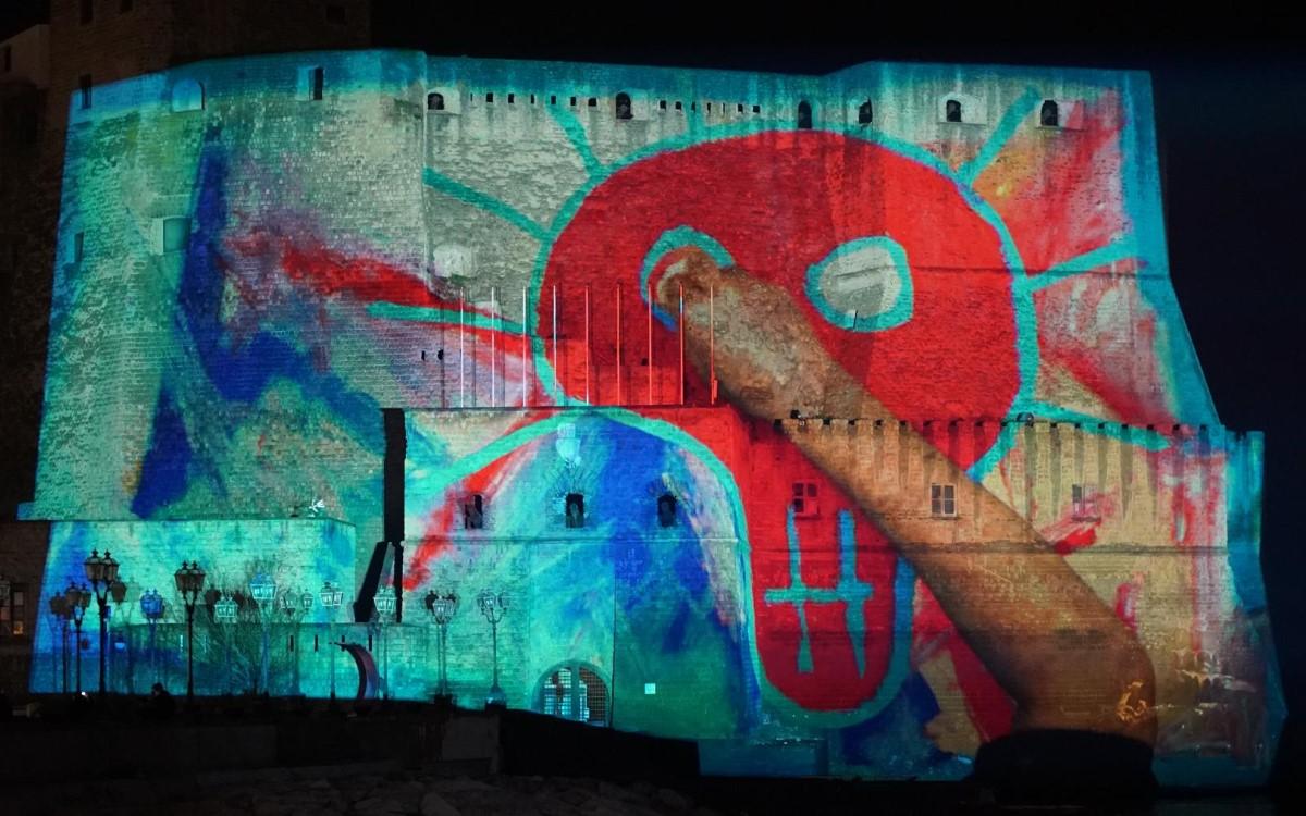 Video-Mapping von Digitalkünstler Franz Cerami auf dem Castel dell'Ovo in Neapel mit Barco-Projektoren (Foto: Barco)